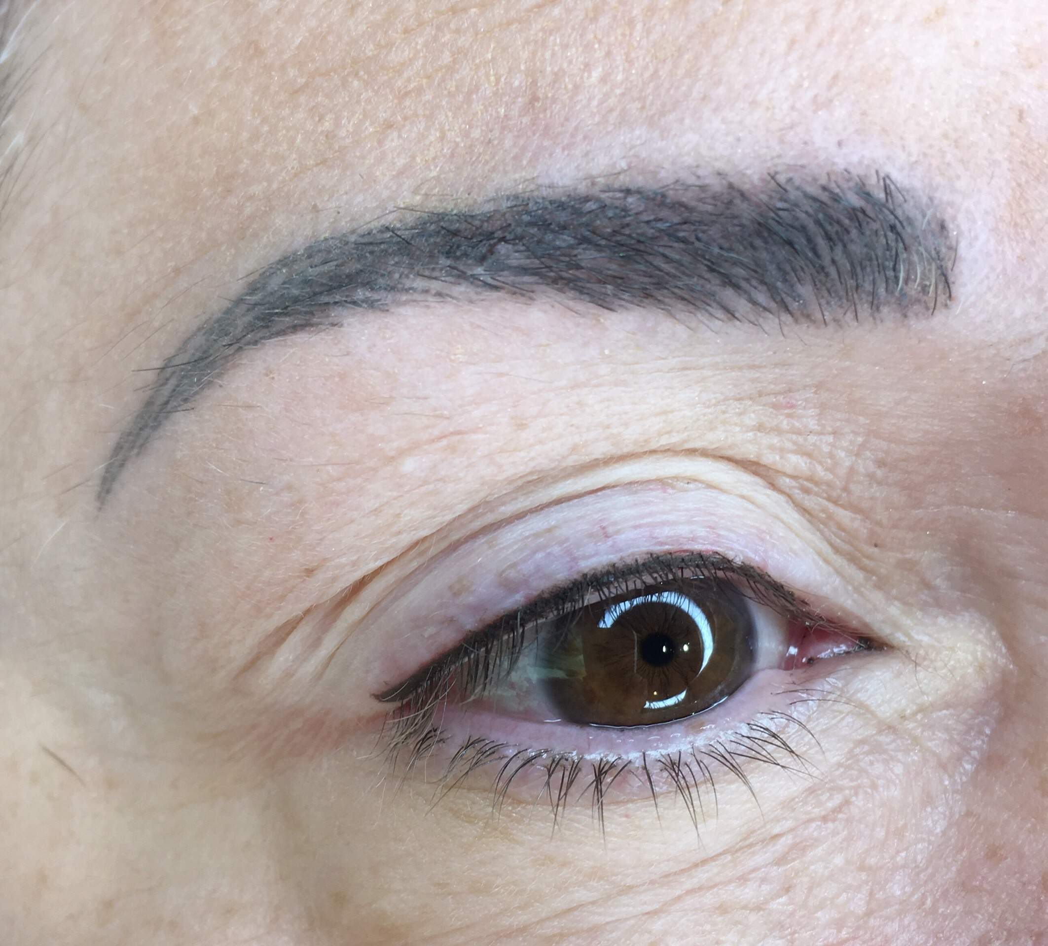 Microblading eyebrows and eyeliner